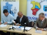 Podpisanie umowy na remont nowej siedziby Powiatowego Centrum Pomocy Rodzinie  - miniatura
